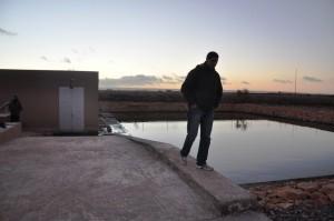 Le président de l'association des usagers des eaux agricoles sur le site de la station d'épuration de Tiznit.