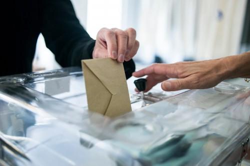 7776032627_une-urne-electorale-illustration