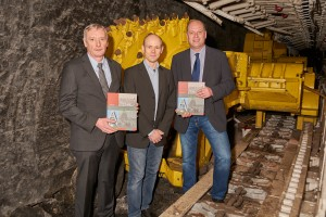 Vorstellung der Publikation (v.l.n.r.: Jürgen Kroker, Bergwerksdirektor AV, Dr. Gunnar Gawehn und Dr. Michael Farrenkopf, montan.dok