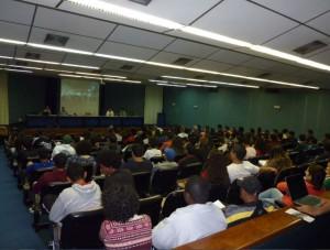 Participantes acompanham as apresentações – 12/06/13