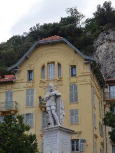 La statue de Charles-Félix de Sardaigne, oeuvre de Paul-Émile Barberi, et le Palais Bellevue; Quartier du Port, Nice, Côte d'Azur, France