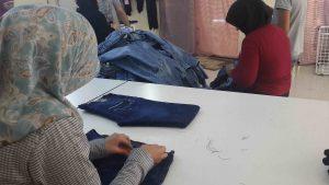 photo-2-women-in-garment-factory_s%cc%a7enog%cc%86uz