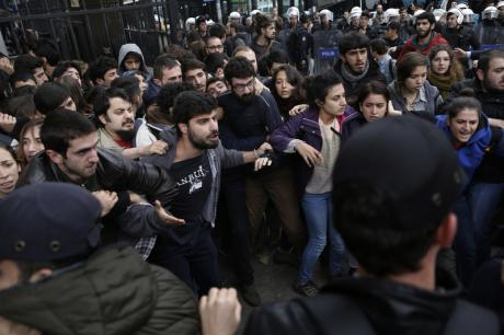 Manifestations étudiantes contre le gouvernement, Université d'Istanbul, janvier 2015 (crédits : Demotix/ Sahan Nuhoglu)