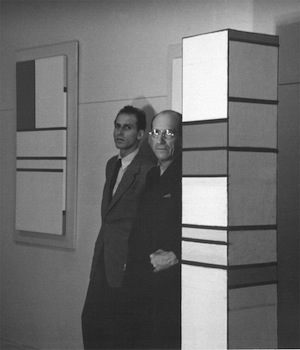 Harry-Holtzman-et-Piet-Mondrian-Atelier-dHoltzman-New-York-City-1941