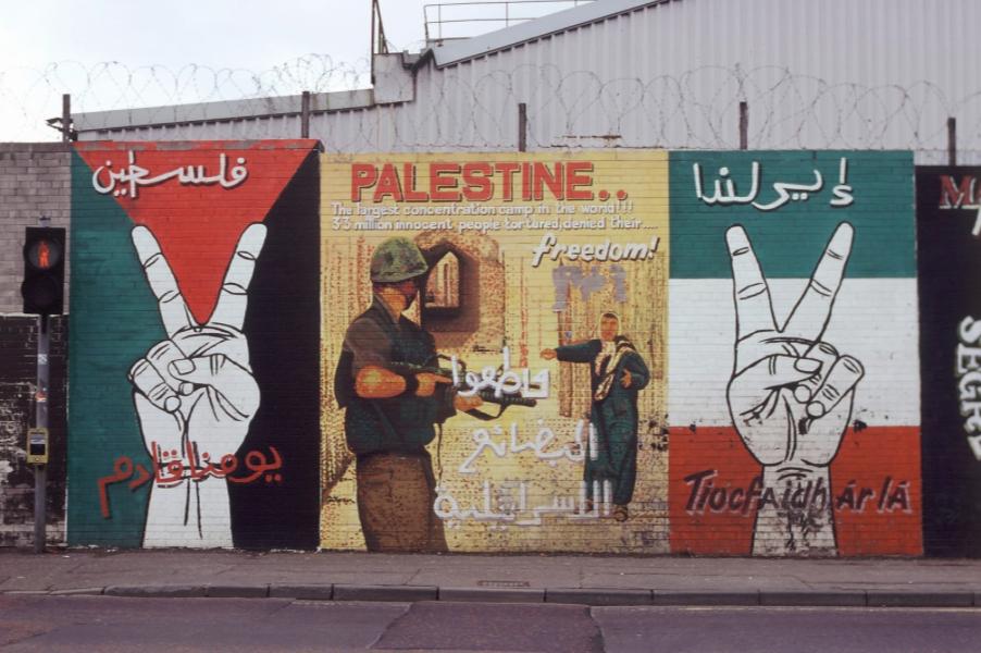 Des symboles pour se justifier les murs de belfast for Mural irlande