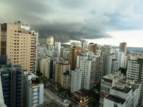 Les nuages noirs s'approchent ...