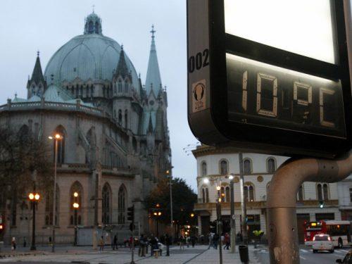 Segunda-feira (22) gelada em São Paulo, a minima fica em 9ºC mas o vento deixa a sensação termica proxima aos 5ºC.