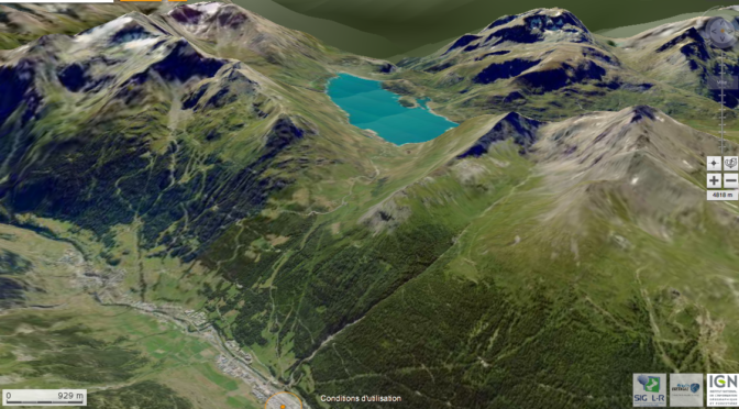 Le col et le lac du Mont-Cenis vus du versant Savoyard: vers le S, vallée de l'arc-Maurienne au premier plan) Source: image aérienne oblique 3D Géoportail IGN France