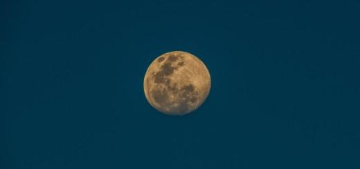moon australia by Tim McCartney - Unsplash