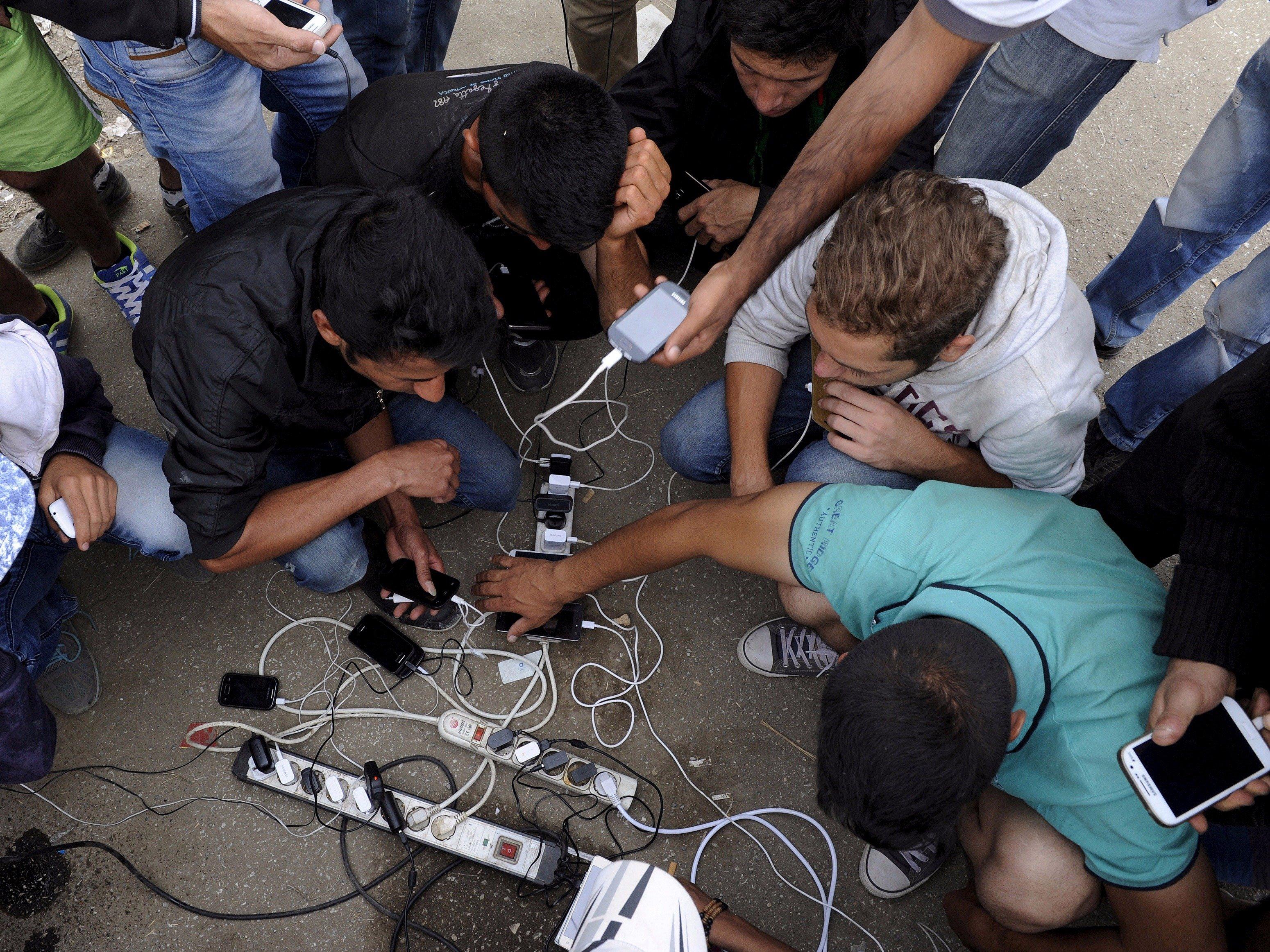 Migration et communication : le smartphone comme nouvelle « boussole intime » / Albin Wagener