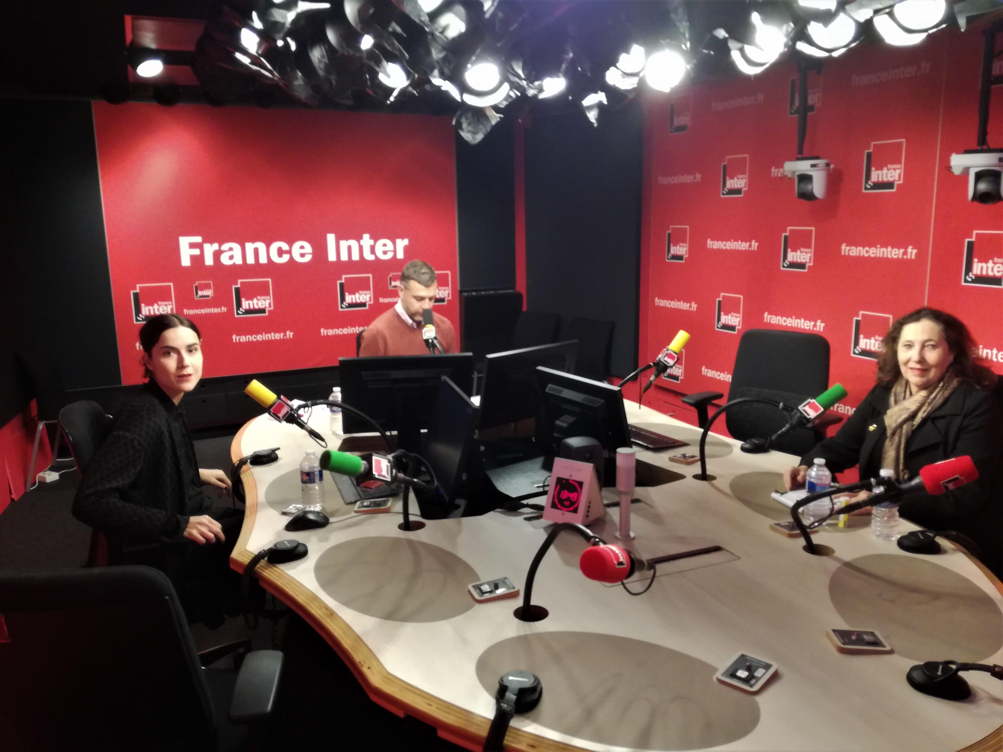 Annie Magnan, Cécile Ladjali et Mathieu Vidard (animateur de l'émission 'La tête au carré') dans le studio 511 de la Maison de la radio.