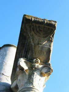Jüdische Diaspora in der Antike: Relief einer Menora in der Synagoge von Ostia. Quelle: Setreset CC BY-SA 3.0 (Wikimedia Commons)