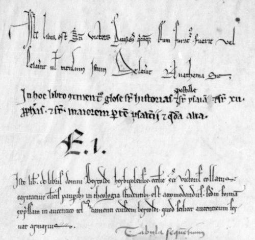 BnF lat. 14417 f.Av. L'ex-dono, en bas, est du style SV-XIIIe-A. L'ex-libris, en haut, est d'un style imitant lui aussi l'écriture de chancellerie, mais antérieur à SV-XIIIe-A.
