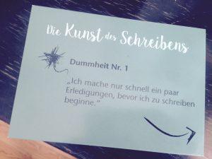 Postkarte Facultas-Verlag. Aus: Lauren Kessler: Gute Texte. Essays über die Kunst des Schreibens (2016)