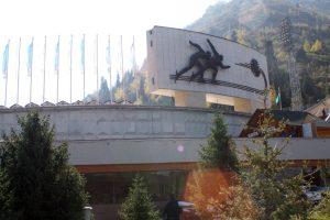 Abb. 2: Medeu. Ein Blick auf das weltweit bekannte Eisstadion im Tian Shan-Gebirge, Almaty (Foto: Stefan H. Nessler & Nadja Wulff)