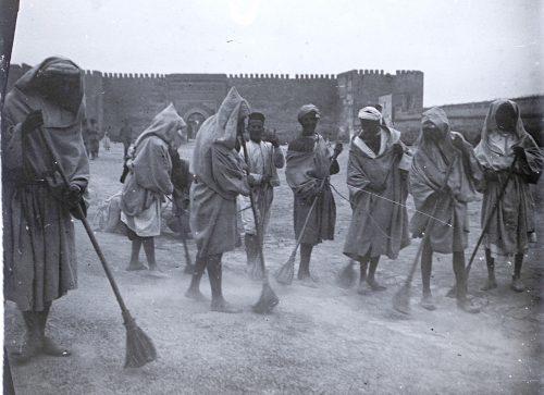 """""""Prisonniers au travail """" Photo ©Joseph Miquel Maroc 1914 1918"""