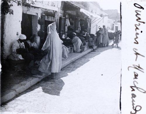 Echoppes dans une rue (1)