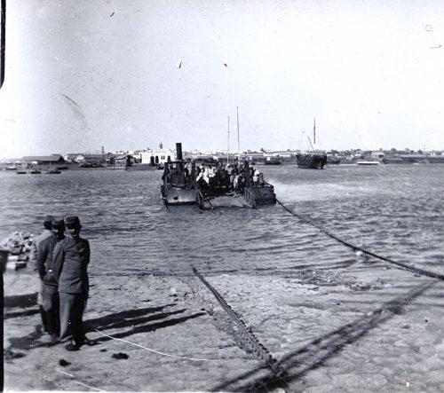 Passage du Bou Regreg par le bak -Rabat, Maroc 1917