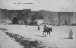 1915 Meknès, Maroc. Bab Mansour Bab en Nouar, place El Hédim