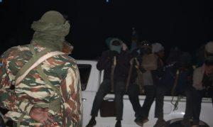 Crédit photo: Ibrahim Manzo Diallo Contrôle d'un véhicule de transport de migrants par la gendarmerie