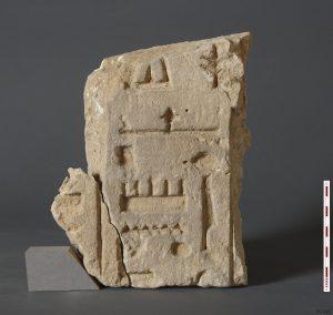 Bloc de grès inscrit au nom d'Amon-Rê (PO 245). Cliché © G. Pollin, Ifao