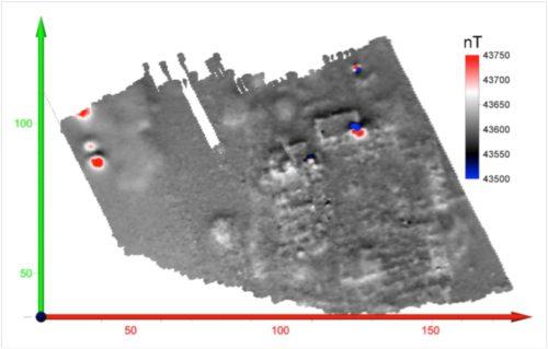 Fig. 6 — El Acebuchal, grand bâtiment à cour centrale à droite et fours isolés en haut à gauche — Variation du champ magnétique environ 0.2 m au —dessus du sol. Système de coordonnées planaires WGS84. Doc. F. Lévêque et A. Camus, Université de La Rochelle del. 2016.