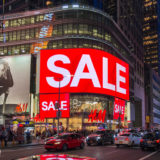 SALE at H&M Store, Broadway, Times Square, NYC, NY, USA, July 30, 2018 | © Courtesy of Will Buckner/Flickr.