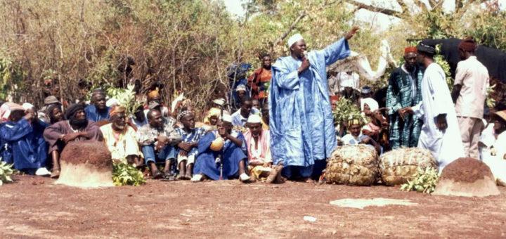 Un griot relatant l'histoire du Manden. Photographe : Equipe de recherche et de documentation de la DNPC. © DNPC, 2003