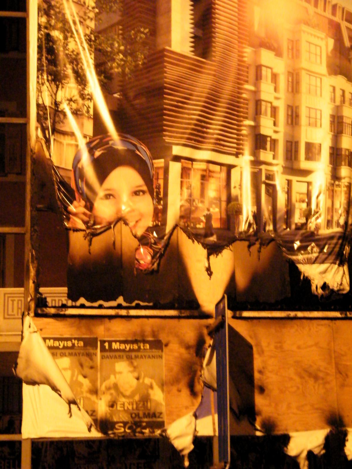 Banderole publicitaire pour le programme de renouvellement urbain de Tarlabaşı