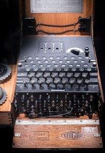 """Chiffriermaschine """"Enigma""""."""