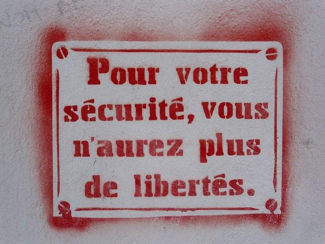 Zu Ihrer Sicherheit werden Sie keine Freiheiten mehr haben.