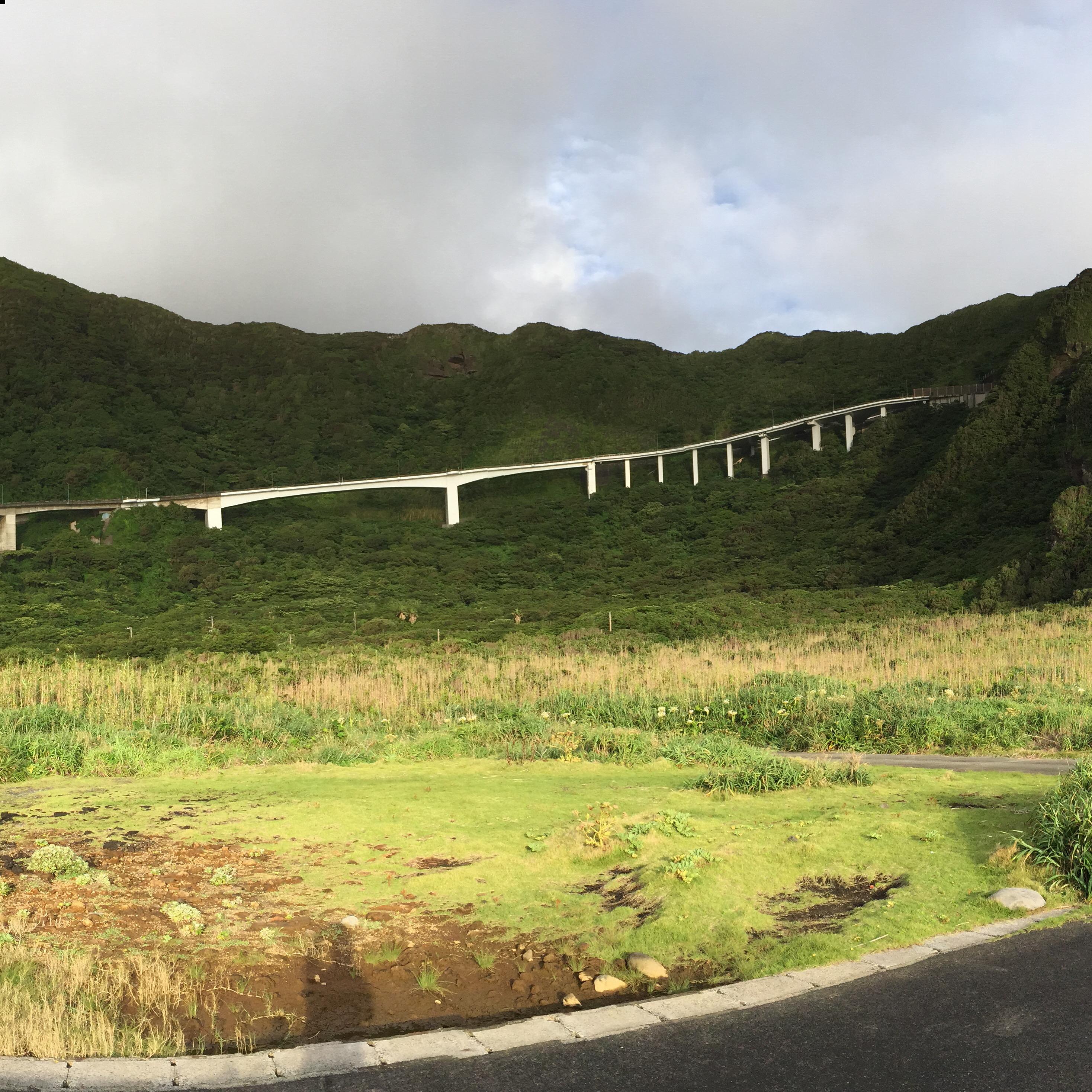 Pont et tunnel de la Grande pente reliant les deux parties de l'île