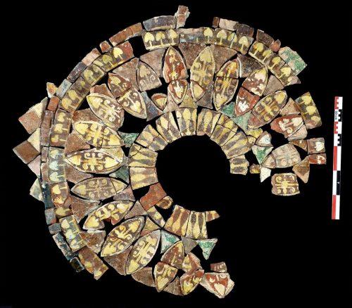 Fig. 2 : pavement en rosace découvert dans la pièce mitoyenne du chapitre