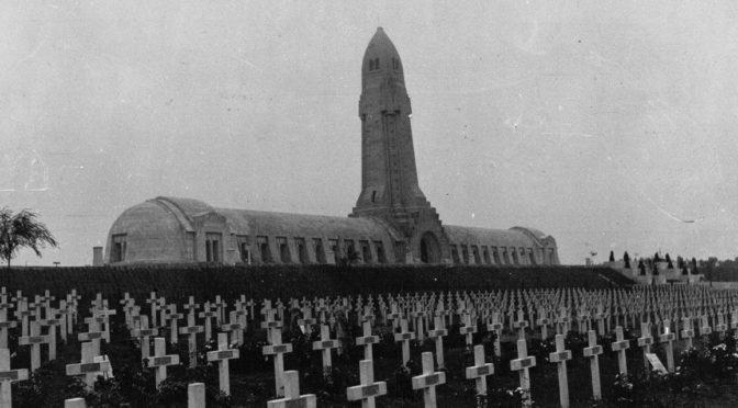 """Mémoire et commémorations de la Grande Guerre : parcours guidé du """"Web 14-18"""", et bibliographie"""