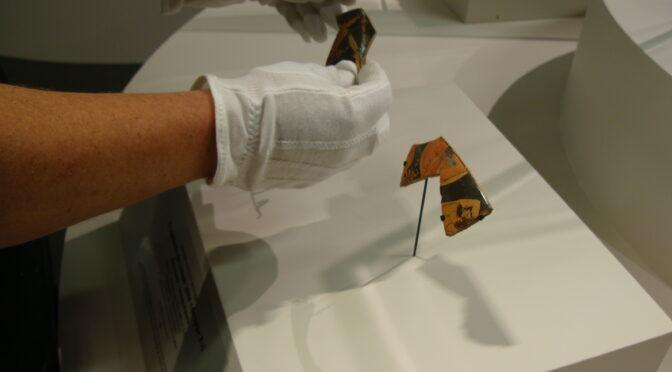 Une escale du Cabinet des médailles à Marseille. Partie 2/2: gants, socles et vitrines