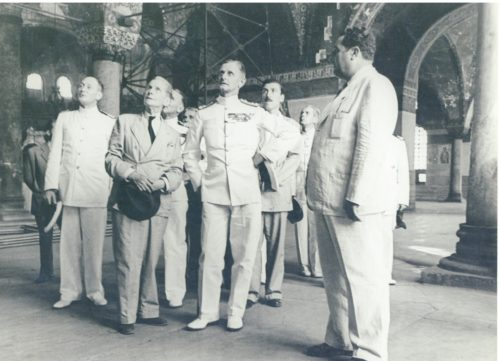 """Whittemore"" (center, in a double breasted suit) and ""Lord Kinross"" (left) at Hagia Sophia, Istanbul, ca. 1940s. Fonds Thomas Whittemore - Institut byzantin, Subgroup 01-Series 08, Bibliothèque byzantine, Collège de France."
