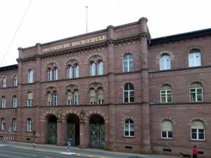 Hauptgebäude des KIT, Karlsruhe, wikimedia, Foto: Dr. Bernd Gross, CC BY-SA 3.0.