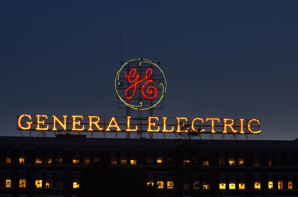 General Electric sign on GE Administration Building, Schenectady, New York, USA, May 30, 2009 | © Courtesy of Chuck Miller/Flickr.