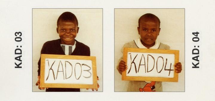 """Enfants séparés de leurs parents durant les retours des réfugiés du Zaïre au  Rwanda. Children separated from their parents during the return of the refugees from Zaire to Rwanda. Ils sont tous à la recherche de leur famille. Numérisation d'après le livret """"Connaissez-vous cet enfant ?"""", page 84, Edition 3B - mai 1998."""