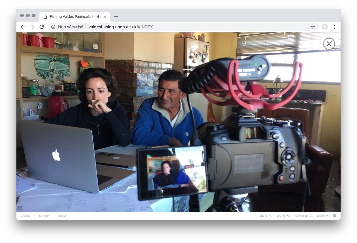 Le montage participatif du webdoc valdesfishing.abdn.ac.uk : la collaboration entre Tomás Hueche (pêcheur artisanal) et Francesca Marin (anthropologue) Photo : Luca Rigon (journaliste, vidéaste).