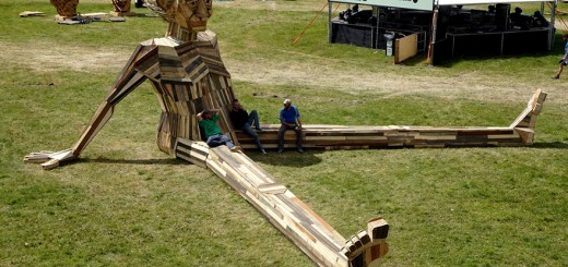 giant-scrap-wood-sculptures-thomas-dambo-5