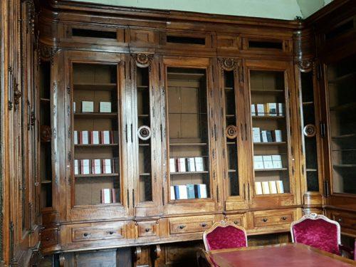 Photographie d'une partie de l'ancienne bibliothèque de l'hôpital.
