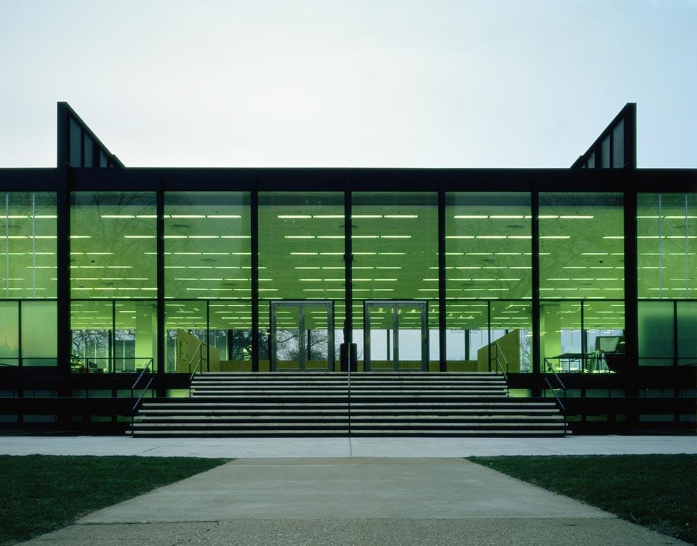 Crown Hall, Illinois Institute of Tecnology, Chicago, Illinois, EUA, 1950-1956. Foto daqui.