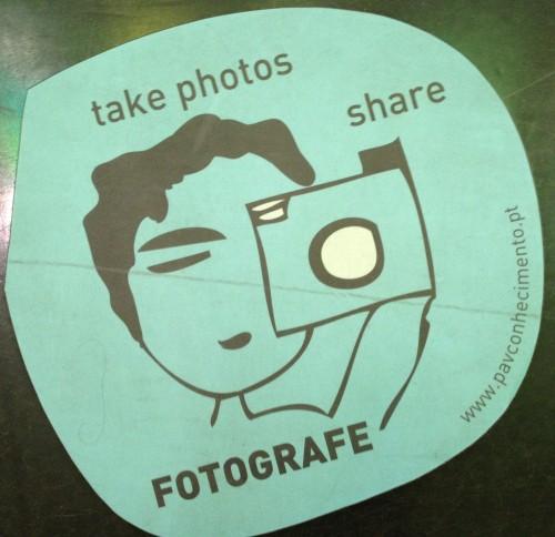 Imagem que diz take photos, share