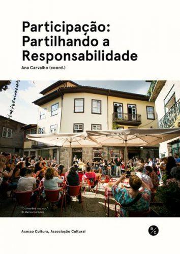 """Na imagem vê-se uma esplanada com pessoas assistindo a um espectáculo do evento """"Guimarães noc noc"""""""