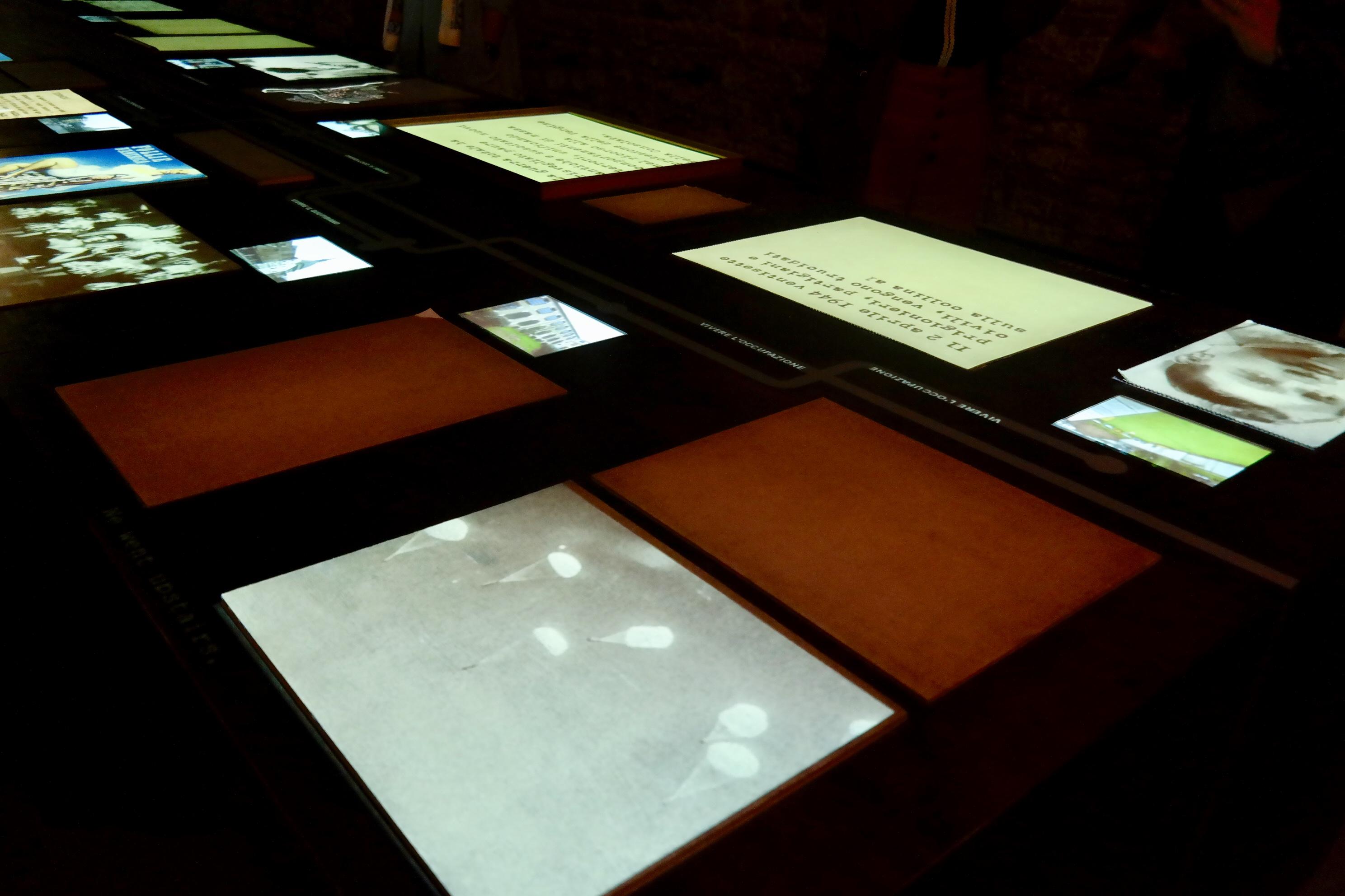 na imagem vê-se uma mesa digital
