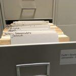 Geöffnete Schublade in der Fotosammlung im Stadtarchiv Darmstadt