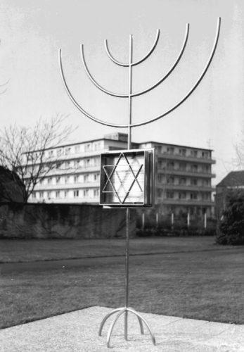 Mahnmal für die Synagoge der liberalen jüd. Gemeinde auf dem Gelände des Stadtkrankenhauses, Entwurf: Helmut Lortz, Foto: Immo Beyer, StadtA DA Best. 53 Nr. 723