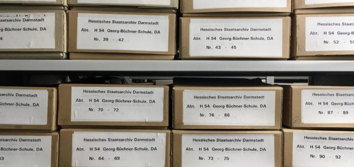 Bestand StadtA DA 500/8 Georg-Büchner-Schule im Magazin des Stadtarchivs, Foto: Wissenschaftsstadt Darmstadt/Rebekka Friedrich