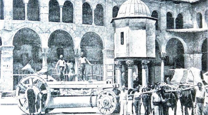 1902: Transport antiker Marmorsäulen in der Umayyaden-Moschee von Damaskus